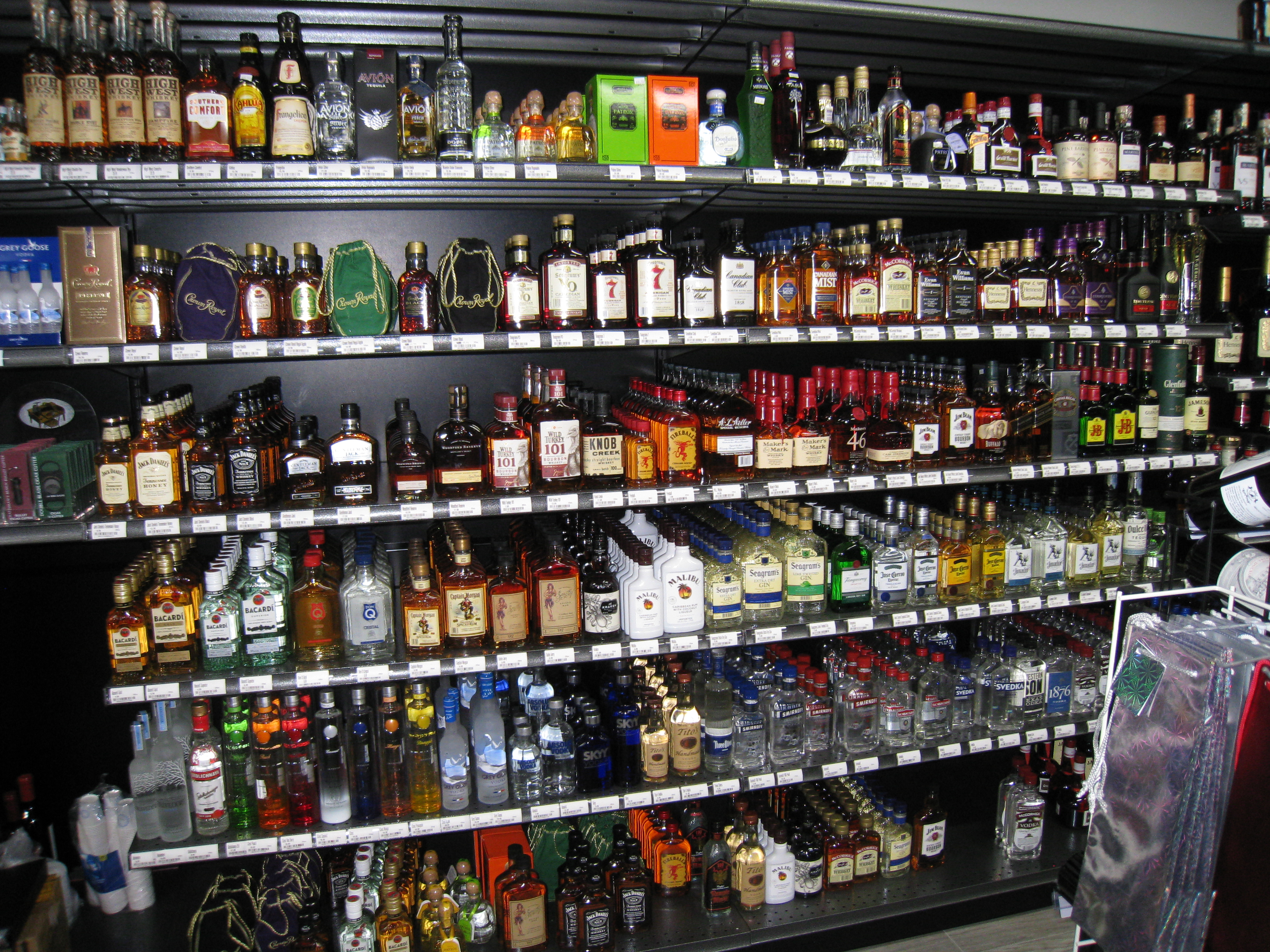 Liquor stores near me open till 10