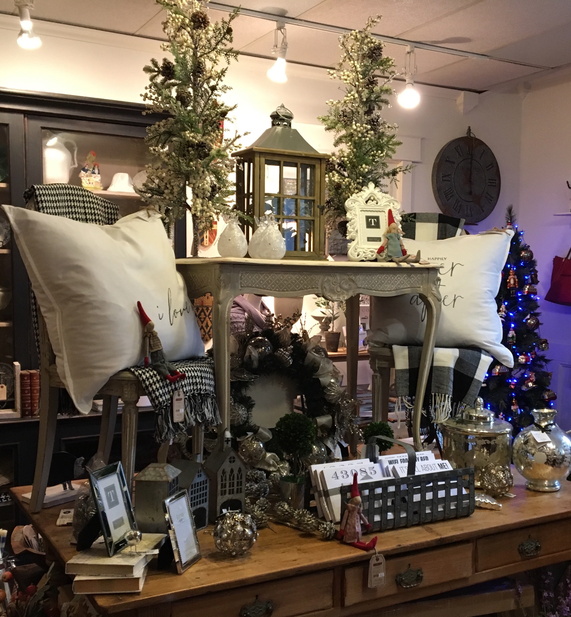 Antiques columbus home decor and gift shop near me for Home decor outlet near me